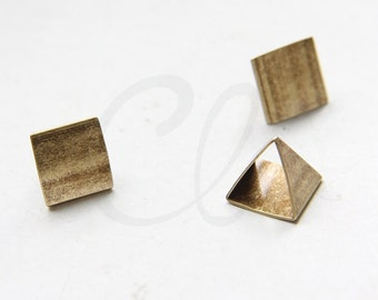 2 Pieces Antique Brass Pyramid - 12x11.3mm (1798C-N-26)