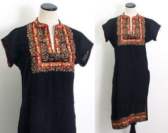 VTG 80's Black Gauzy Embroidered Kaftan (Medium / Large) Tunic V Neck Short Sleeves Floral Embroidery Red Gold Caftan