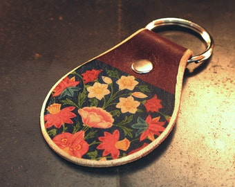 Flower leather keychain