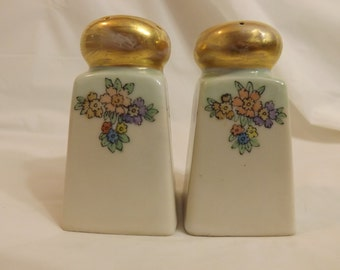 FREE SHIPPING vintage Nippon salt and pepper shakers (Vault 14)