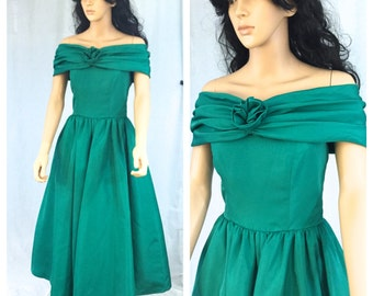 Vintage Emerald Green Formal Dress. Off the Shoulder. Small. Evening. Formal. Wedding. 1980s. Rose. Under 75. X-Small. Full Skirt. Dancing.