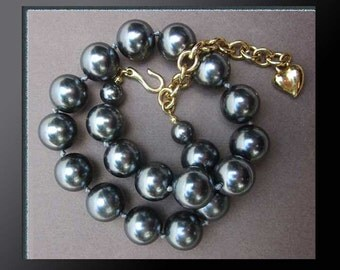 SEXY Secretary…Beautiful Large Gray Pearl Costume Necklace,Variable Length,Heart Charm Closure,Vintage Jewelry,Women
