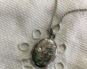 Vintage Sterling Silver Oval Locket Necklace