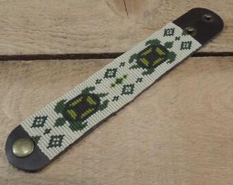 Turtle bracelet Seed bead bracelet on leather / green turtles brown leather