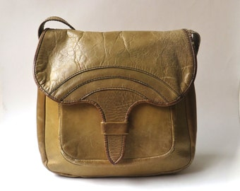 60s/70s Rustic vintage Boho Distressed Honey Brown Leather Purse / made in Brazil