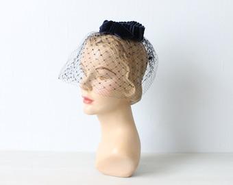 Vintage 1950s Navy Blue Fascinator Mini Veil Hat / 50s Hat / Whimsy Hat