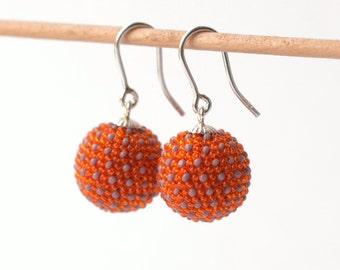 globe earrings orange with dots in violet