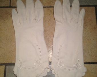 Flower Eylet White Nylon Day Gloves