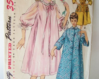 Retro Robe Sewing Pattern 60's Simplicity 4972, Vintage Misses' House Dress, Duster, Housecoat, Negligee, Rounded Collar, Patch Pockets