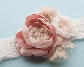 Garter with flowers, lace and rhinestones, vintage style with brooch and pearls, blush, champagne, ivory, custom colors, wedding garter