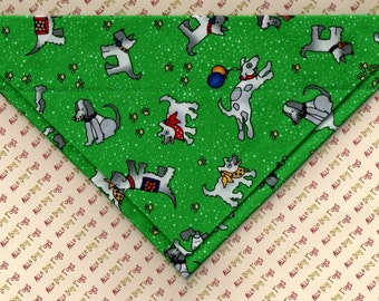 Dogs Playing on Green - Medium Jack's Jumper Over the Collar Bandana