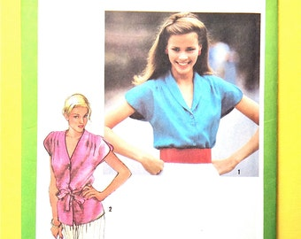 Simplicity 9434  1980  Button front blouse has split cap sleeves, front shoulder tucks Vintage Sewing Pattern Size 6 and 8