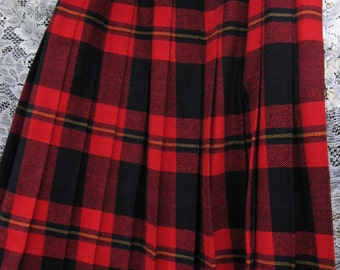 red plaid wool skirt, ITALIAN WOOL by FAMED Luisa Spagnoli, Elegantia vintage label red and navy blue plaid skirt for fall winter holidays