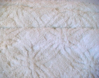 Morgan Jones White Plush Wedding Ring and Grid Vintage Cotton Chenille Bedspread Fabric 12 x 24 Inches
