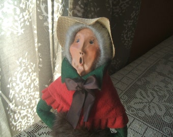 1986 Byers Choice Ltd.Caroler Old Woman With Muff Hand Warmer, Straw Hat Bonnet, Gray Hair, Grandmother