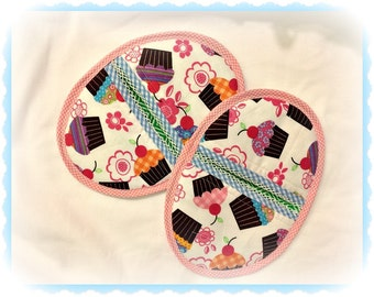 Handmade pot holders set of two cupcake themed, kitchen, baking, Bridal gifts, cupcakes, desserts