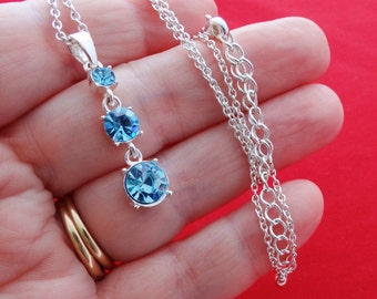 """Vintage 20"""" silver tone necklace with 1.5"""" blue rhinestone pendant in great condition, appears unworn"""