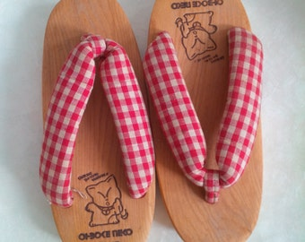 Vintage traditional Japanese sandal geta for little girl - light wood color, red, neko cat image - original Japan