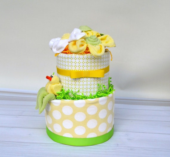 Rubber Duck Baby Shower, Duck Diaper Cake, Polka Dot Diaper Cake, Creative Baby Shower, Baby Shower Decorations, Shower Decor Neutral