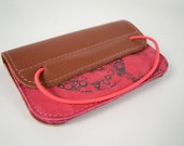 Wallet of pink and brown leather with dark brown screenprint