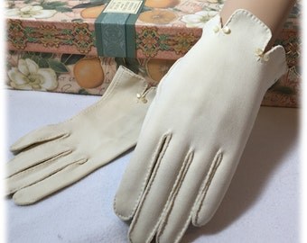 Vintage Ladies Ivory Gloves Pearl Buttons Fownes  Size 6 1/2 Cool Weather Hand Protection