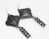 SALE Antique Silver Clover Drop Earrings - Dangle Earrings - Chain Earrings - Fashion Jewelry - Metal Earrings
