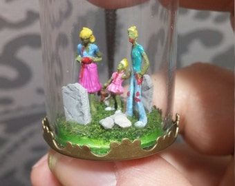 Tiny Zombies in a bottle. Terrarium scene. The walking dead. Horror film. gift for zombie nerds. Living dead, family. diorama. graveyard