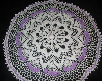 Round doily with Lilac Flowers