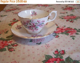 SALE Vintage Pink Roses Tablecloth, Cottage Chic Centerpiece, French Country