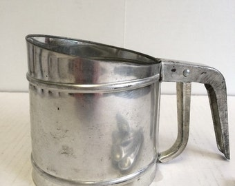 intage Foley 2 Cup Sifter Made in USA Squeeze Handle Metal Flour Sifter Farmhouse Chic Country Cottage Rustic Vintage Kitchen Collectible