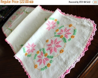 Embroidered Table Runner, Linen Cross Stitched, Vintage Table Scarf 13480