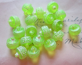 19 vintage lime green beads - acrylic beads - green and white  - 14mm wide