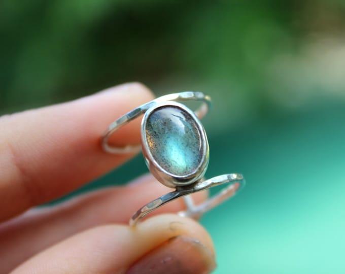Caraz Ring - Labradorite