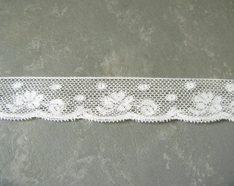 Vintage ivory lace trim, Lace Yardage, Sewing Trim, cotton blend