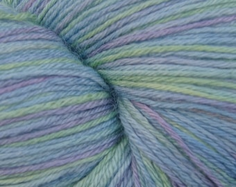 Ghost of a Blubottle Lustrous 4ply yarn 150g