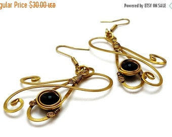 ON SALE Wire Wrap Brass Earrings Black Earrings Onyx Earrings Gold Earrings Dangle Earrings Black Stone Earrings Vintage Earrings Antique St