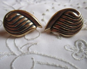Vintage Gold Tone Swirled Clip On Earrings with Dark Blue/Black Accent Lines