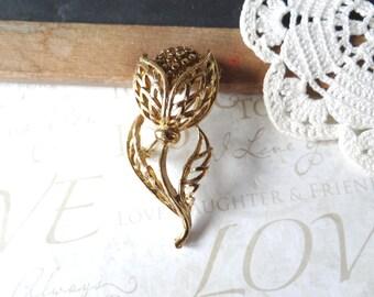 MUM vintage blooming mum flower brooch pin | gold | flower | garden | lapel | brass | bronze