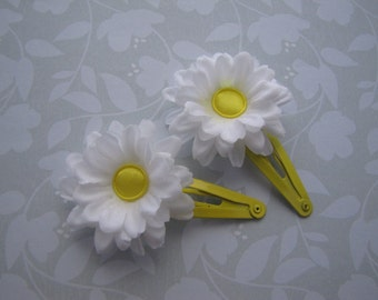 Bright Daisies . snap clips . silk flowers . girls hair accessory . yellow white