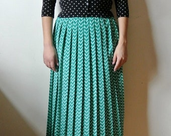 25% OFF SALE Vintage Green Chevron Printed Skirt Elastic Waist Pleated Size Small Medium Gift For Her