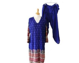 30% off sale // Vintage 70s Gorgeous Ethnic Print Silk Rayon Kameez Tunic and Harem Pants Set - Women Large, costume, India