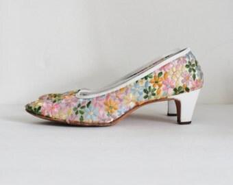 Vintage 60s Embroidered Floral Serenades by Florsheim Pumps w/ Original Box - Ladies 7.5 Extra Narrow