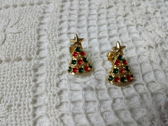 Avon Christmas Tree Pierced Earrings Mint Condition Original