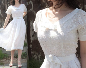 Vintage 1950's Dress // 40s 50s White Floral Eyelet Lace Sweetheart Wedding Dress // Garden Party Gown // DIVINE