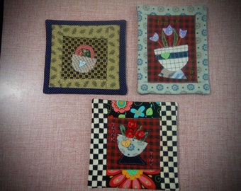 Tiny flower basket wall hanging, mini quilt, flower candle mat, small space wall hanging