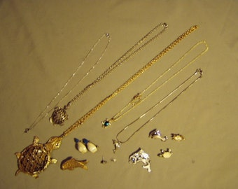 Vintage Lot Fish Turtle Jewelry Metropolitan Museum of Art Pin Dolphin & Turtle Pendant Necklaces 8319