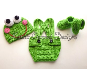 Newborn Boy Frog Crocheted Baby Diaper Cover Set / Bright Green  / Adjustable Diaper Cover  / Hat / Booties READY TO SHIP