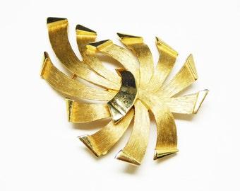 Trifari Ribbon Brooch - Ribbon Fireworks Pin - Matte Goldtone - Vintage Classic Gold Tone Signed Trifari