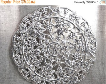 Happy 4th with 40% Off Vintage Godinger Silver Plated Grapevine Trivet / Vintage Fine Quality Silverplate Trivet by Paul Revere Silversmiths