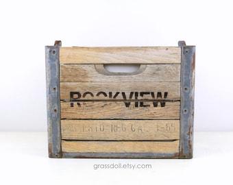 Vintage 1955 Rockview Farms Wood & Metal Milk Crate, Item no .1028